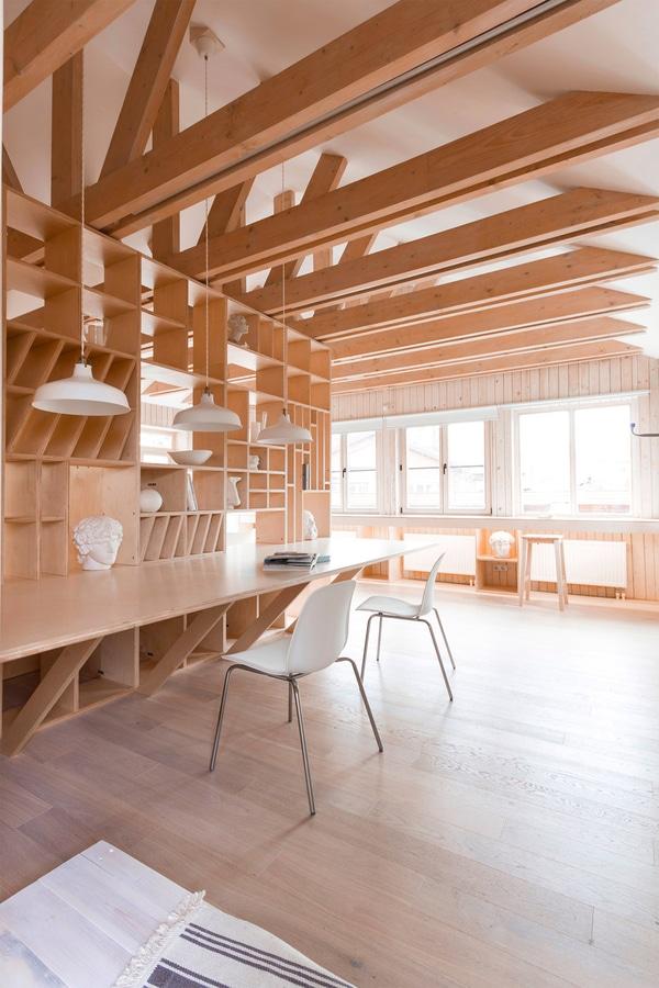 El estudio del artista de la madera contrachapada de Ruetemple ...