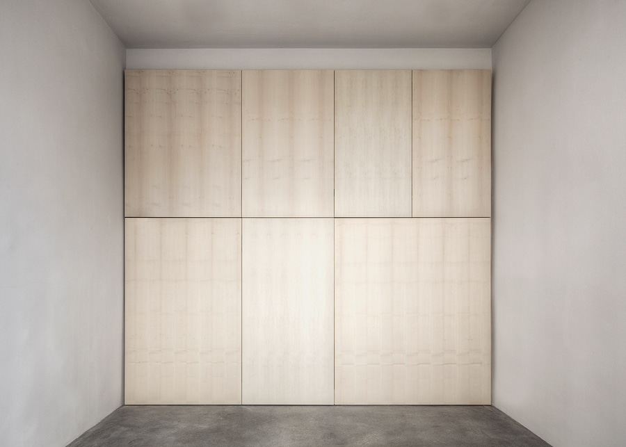 Las paredes de madera plegables crean los espacios flexibles para la ...