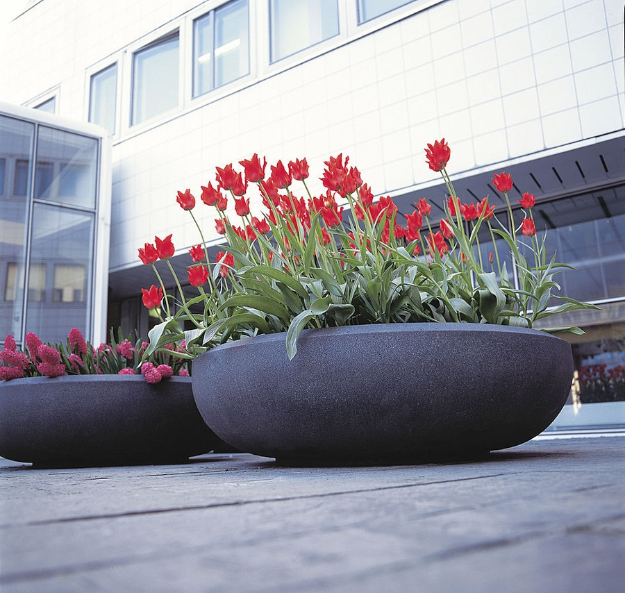 pro urba presenta su gama de jardineras de resina imitacin hormign
