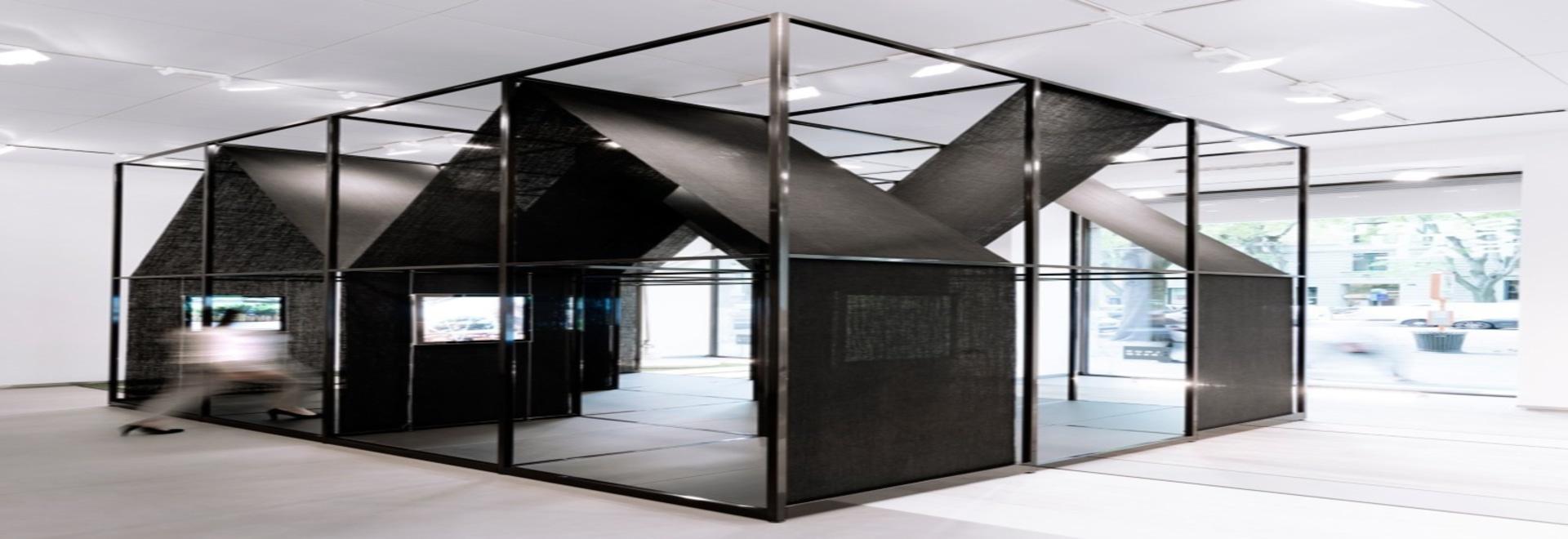 Los arquitectos DETERMINADOS envuelven la instalación con marco de ...