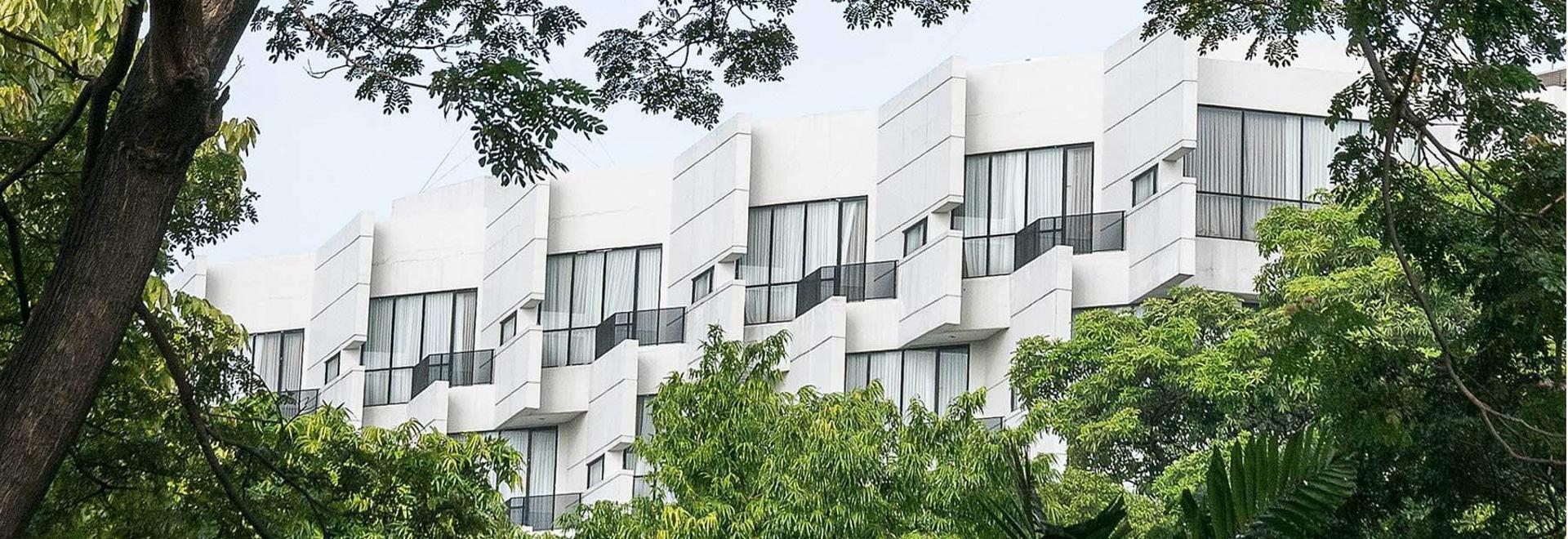 La arquitectura CRUDA diseña un hotel concreto wickering del rivoli en la Jakarta del este apretada
