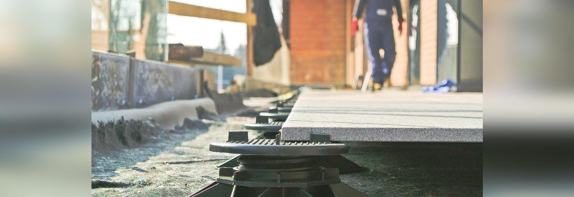 Ayudas para los suelos aumentados en una realización del decking