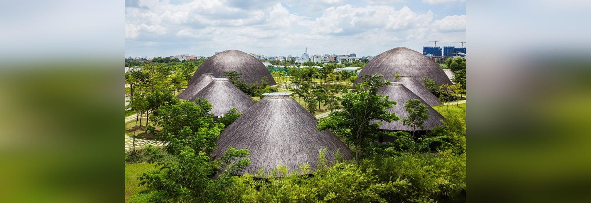 las bóvedas de bambú de gran tamaño de los nghia del trong del Vo emergen sobre parque en Ho Chi Minh City