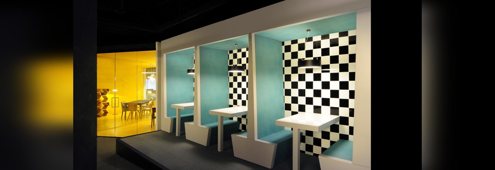 Bureau De Change Combina Los Muebles Con Las Proyecciones  # Muebles Digitales