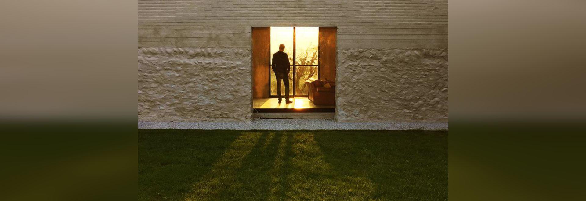 Una casa del ladrillo sobre un granero de piedra viejo - 37066 ...