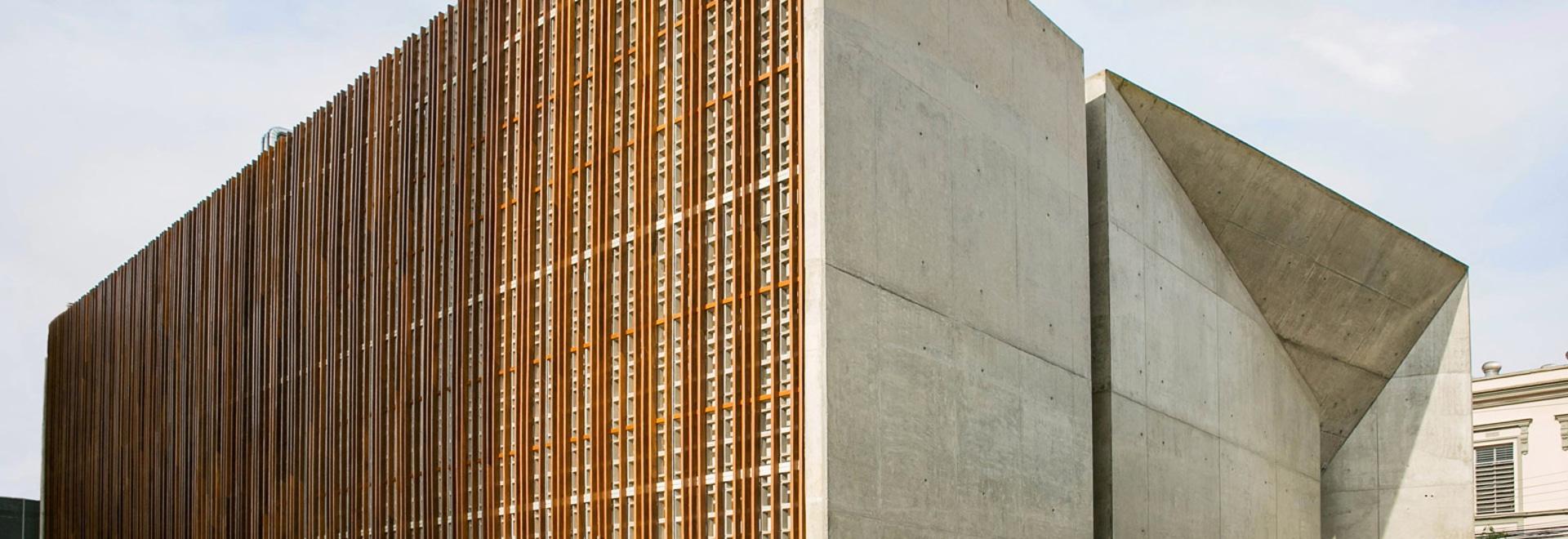 Centro cultural brasileño concreto y enrejado tallado del marco de ...