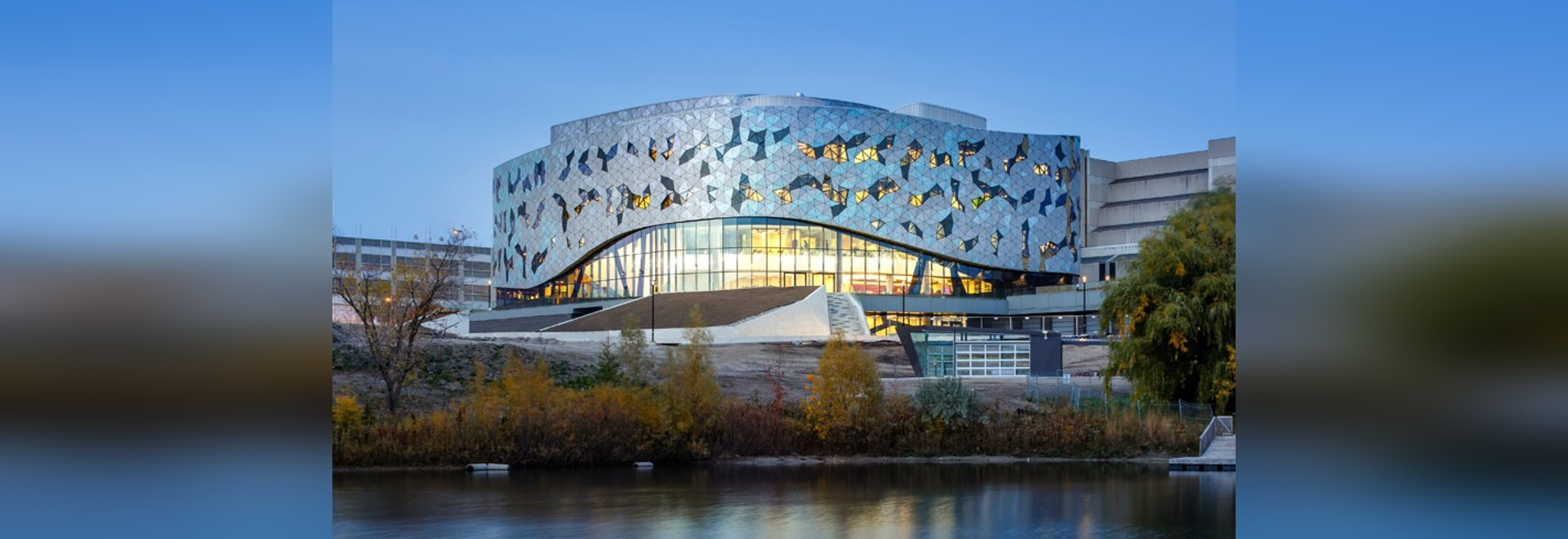 Clads de ZAS que dirigen el campus en la universidad de York con el façade algoritmo-basado tessellated