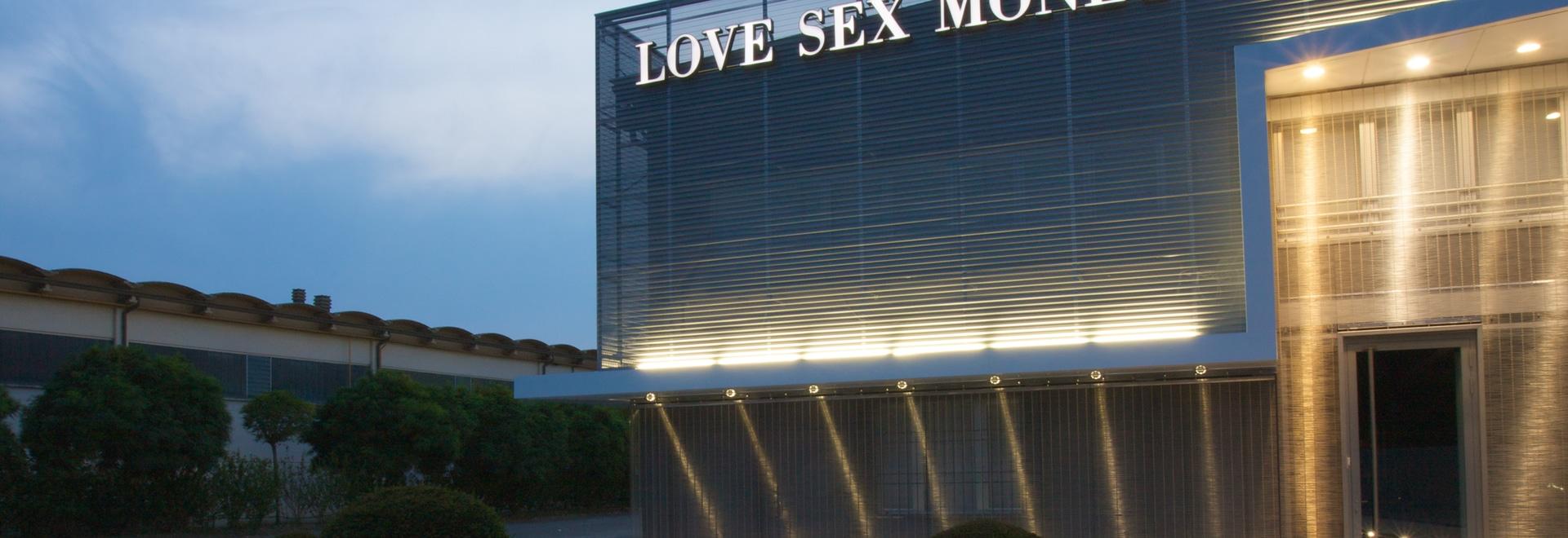 Las fachadas - ame las jefaturas del dinero del sexo; Carpos, Módena
