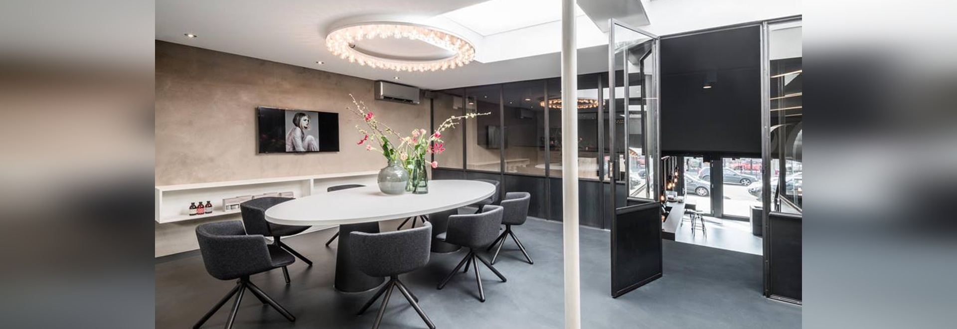 Luces del halo que aclaran el salón de belleza de Puur Stijl
