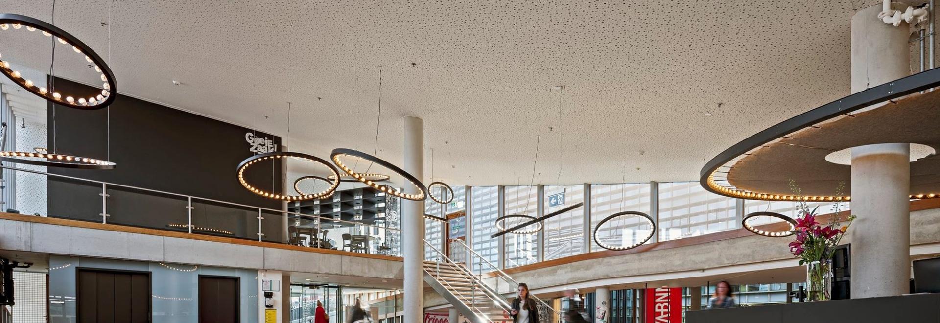 Oficina de la colección @ VPRO de la aurora, diseño interior por el taller de maravillas
