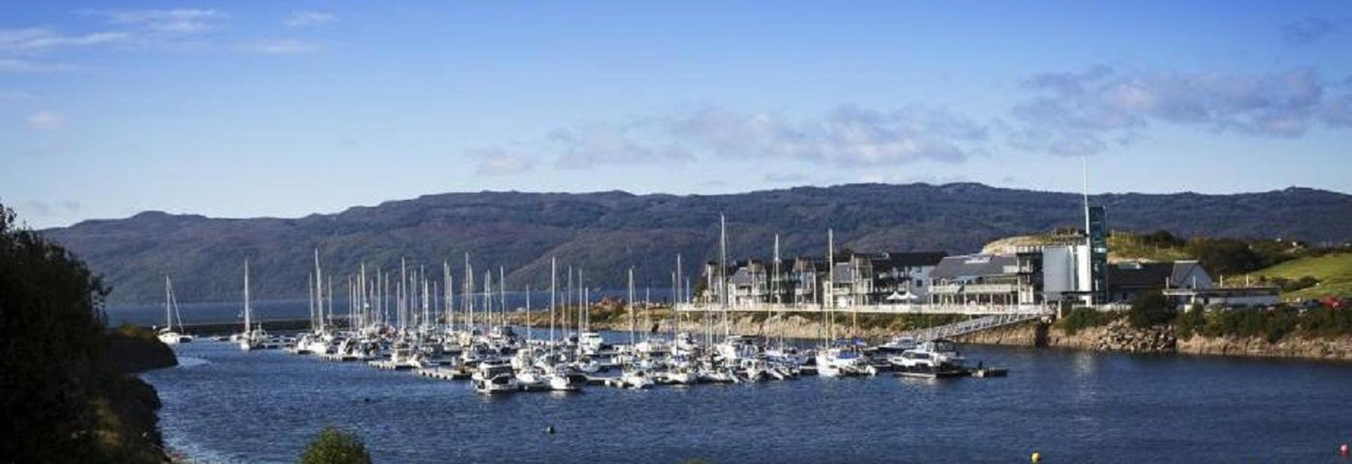 Solarpost solar accionó la iluminación de los bolardos instalados en el puerto deportivo de Portavadie, Argyll, Escocia