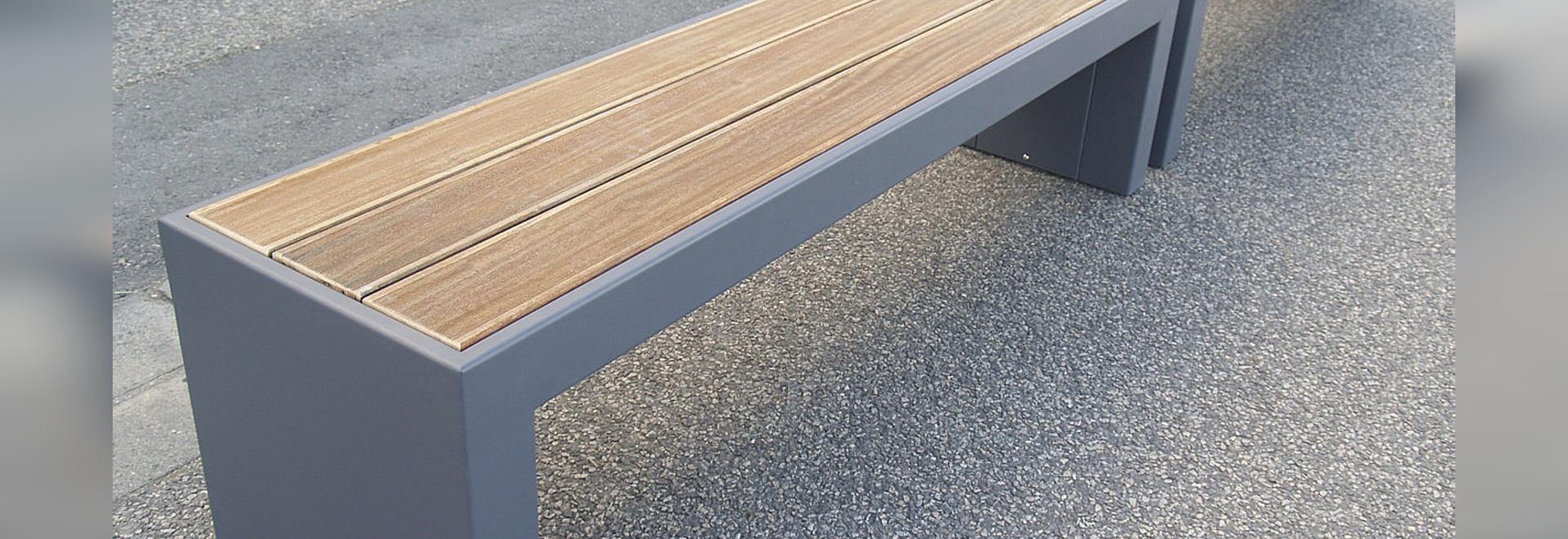 STEELAB - Banco de encargo en la hoja de acero y la madera