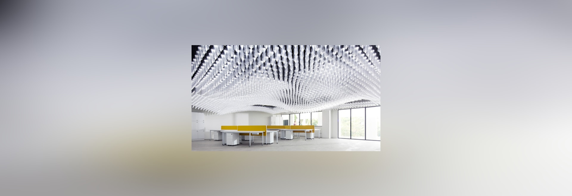 """El techo del centro de investigación de la universidad de Singapur consiste en """"6.000 luces movibles"""""""