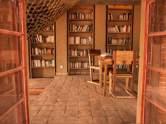 BIBLIOTECA DE MUYINGA A.C. DE LOS ARQUITECTOS