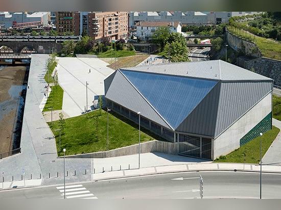 el parque del rasa del tabula y la corte de la pelota vasca diseñaron por el vaumm en España