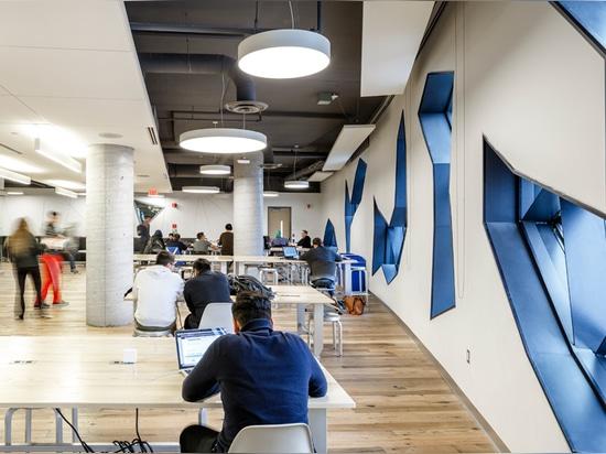 una inmersión completa de la tecnología + de la arquitectura permitió pocas salas de clase y un espacio de aprendizaje proyecto-basado