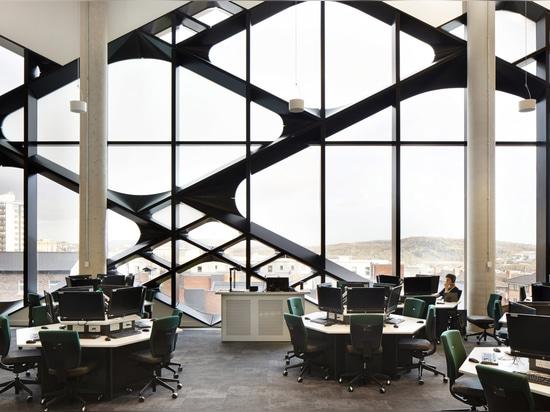 Doce arquitectos aplican la fachada diamante-modelada al edificio de la universidad de Sheffield