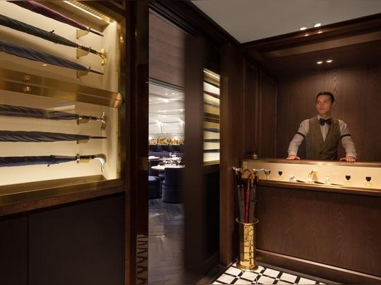 El bar del Foxglove por diseño y arquitectura del NC se oculta detrás de una tienda del paraguas