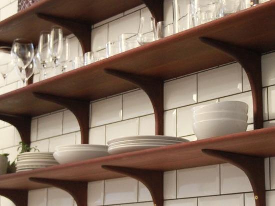 Anunció estantes de la cocina de Kebony