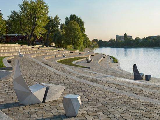 Ivanka dispersa los muebles de calle concretos tallados alrededor de distrito del diseño de Miami