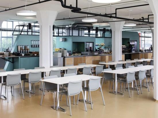 Wilkhahn Chassi y Aline Table en Van Nelle Factory