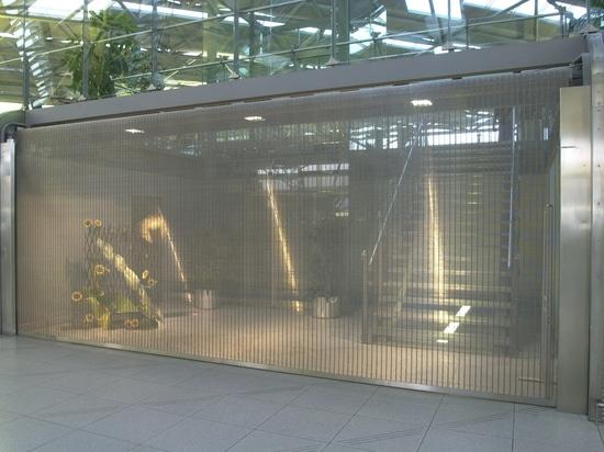 Los obturadores del rodillo hicieron de la malla metálica para las ventanas de exhibición, los contadores y los garajes de subterráneo