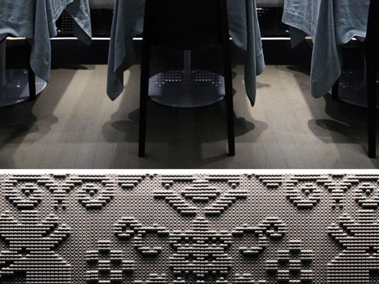 Las tapicerías de piedra cinceladas cubren las paredes de este restaurante en Londres