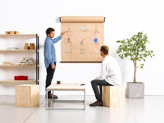 Idea de la decoración de la pared – instale un tenedor de papel del rollo para crear un lugar de la diversión para escribir listas o para bosquejar ideas