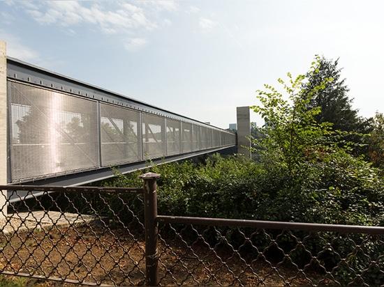 Revestimiento del puente con la malla arquitectónica de HAVER
