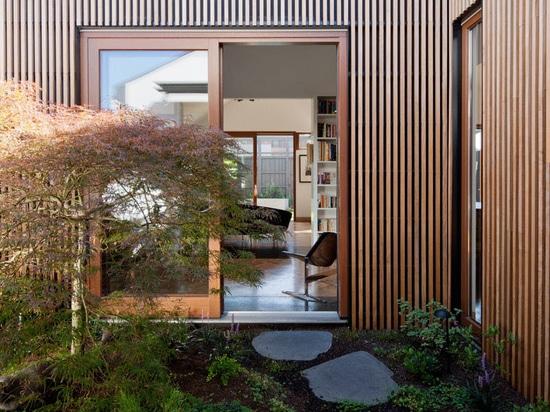 Esta casa se construye alrededor cuatro patios