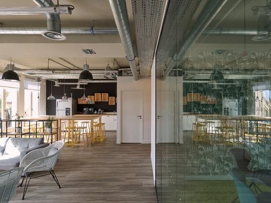 Taburetes y tablas (estudio de Gustavo de Adentro del diseño)