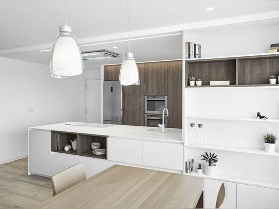 Formidable cocina realizada con KRION®, diseñada por el estudio Aurea Arquitectos