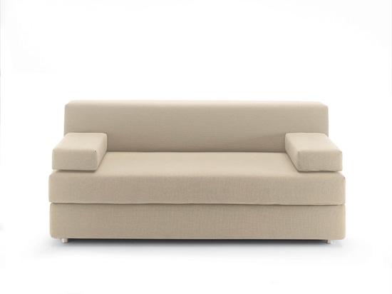 El sofá también en la oficina.