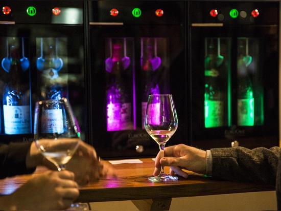 ¡El profesional de EuroCave está celebrando el nuevo bar de vinos 2,0!