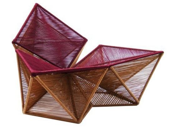 Butaca Balão de Sérgio J. Matos. Balão tiene una tapicería asombrosa tejida usando azotar techiniques.
