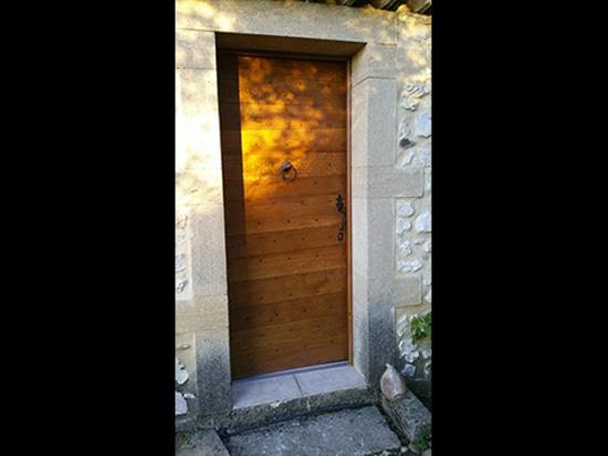 Una puerta simple que tiene encanto ...