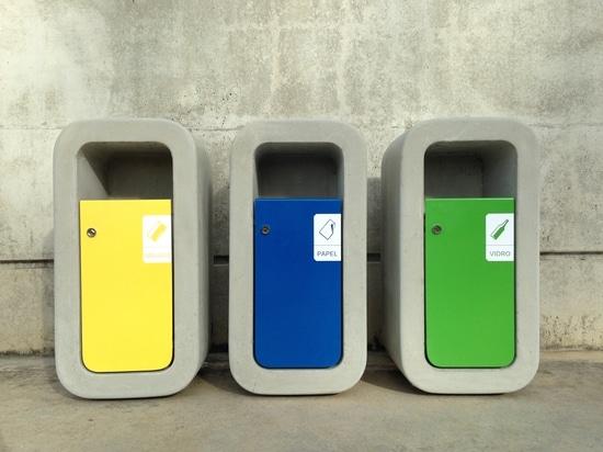Papelera de reciclaje del niño