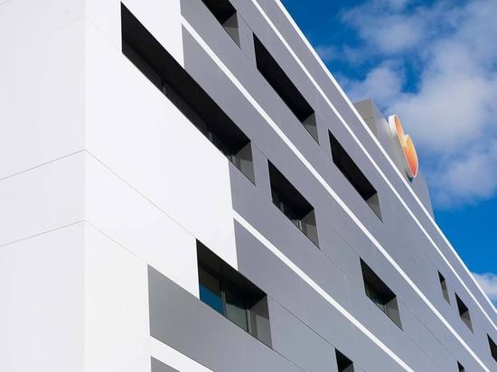 La agencia de viajes Thomas Cook, cuenta con KRION en la fachada de sus nuevas instalaciones en Mallorca