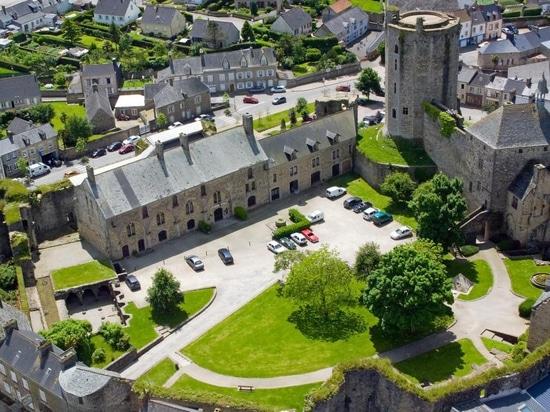 Chateau de Bricquebec, Normandía más baja