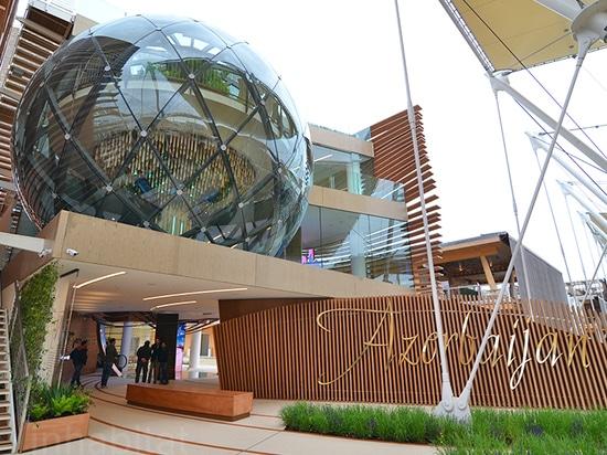 El pabellón modular de Azerbaijan del Milan Expo se envuelve en las lumbreras onduladas de la madera que incluyen diversas biosferas múltiples    Leído más: El pabellón modular de Azerbaijan del Mi...