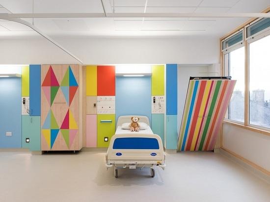 Proyector del diseño interior: Morag Myerscough aclara las salas del hospital de Sheffield Children