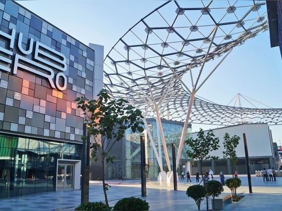 El paseo Jumeirah de la ciudad es un desarrollo importante al lado de los desarrolladores de Meraas. Este destino de lujo de las compras y de la cena en Dubai, que incluye residencias de lujo, requ...