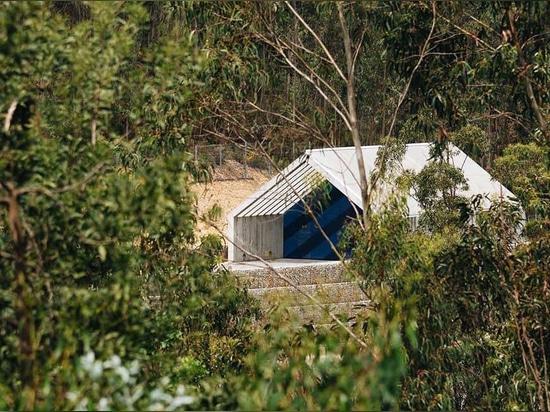 los gerales de Pedro diseñan un edificio de la observación y del control de la presa en hormigón en Portugal