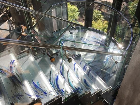 Pisadas de escalera de cristal