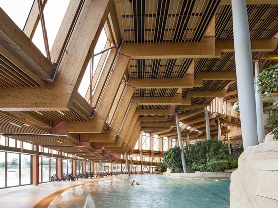 el parque papiroflexia-formado del agua de los ferrier de Jacques en Francia emerge como paisaje construido