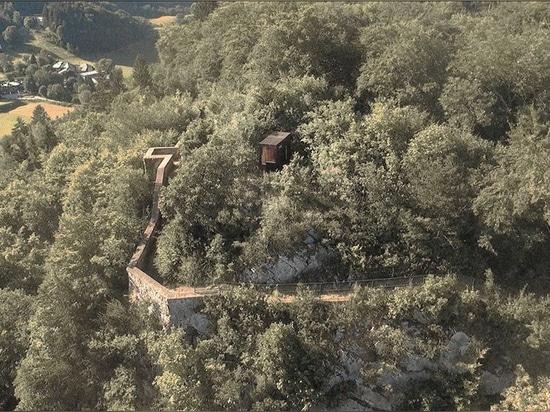 Una 'caverna fortificada íntima' en las montañas francesas se construye con la protección de un fuerte
