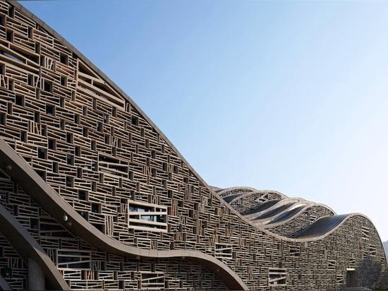 Este pasillo escultural en China imita la topografía y el movimiento