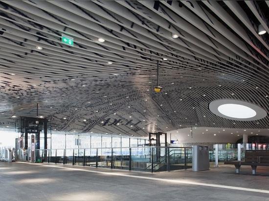 el mecanoo termina el ayuntamiento de la cerámica de Delft y el complejo del ferrocarril