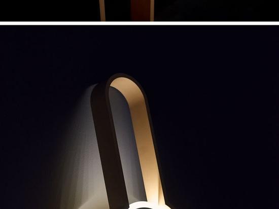 El portal es una lámpara que es ni un aplique ni una luz del piso, pero puede actuar como ambos