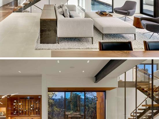 La casa de RidgeView por Zack   de Vito Architecture + construcción